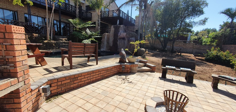 Our newly buildt Firepit and guest braai area